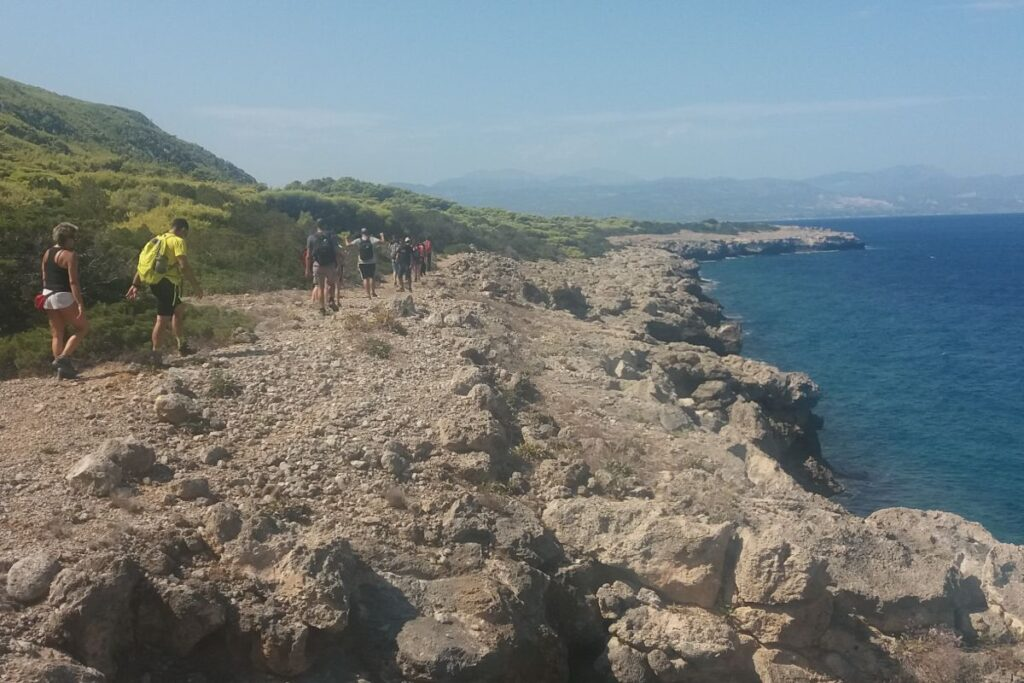 Hiking Seaside Pelopnnese, summer hikers