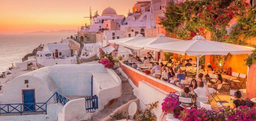 The Best Budget Santorini Hotels