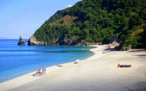Agiois Saranta beach in Pelion Mount